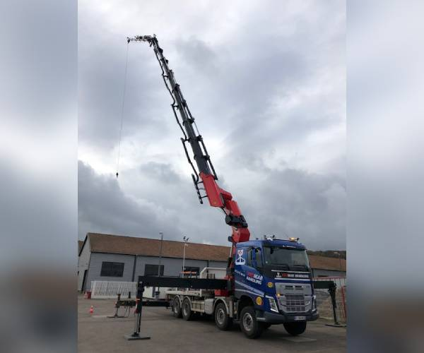 CAMION GRUE 135T/M